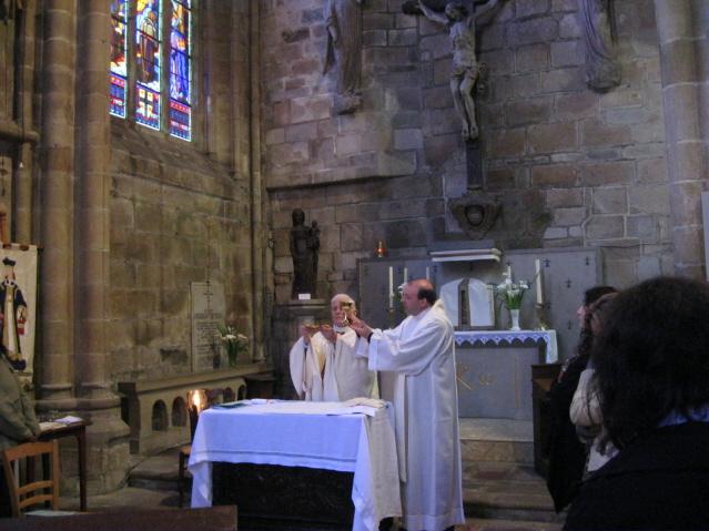 santivo-pellegrinaggio-in-bretagna-maggio-2011-020-rid-messa-treguier